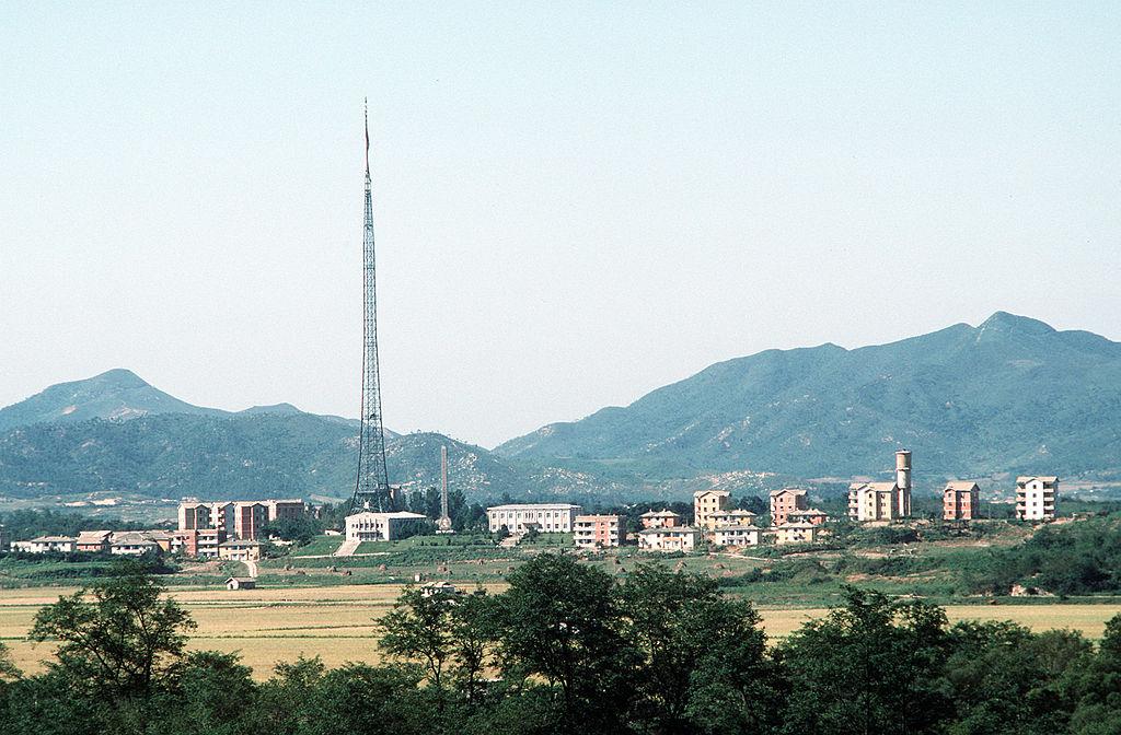 1024px-north_korean_village_kijong-dong.jpg