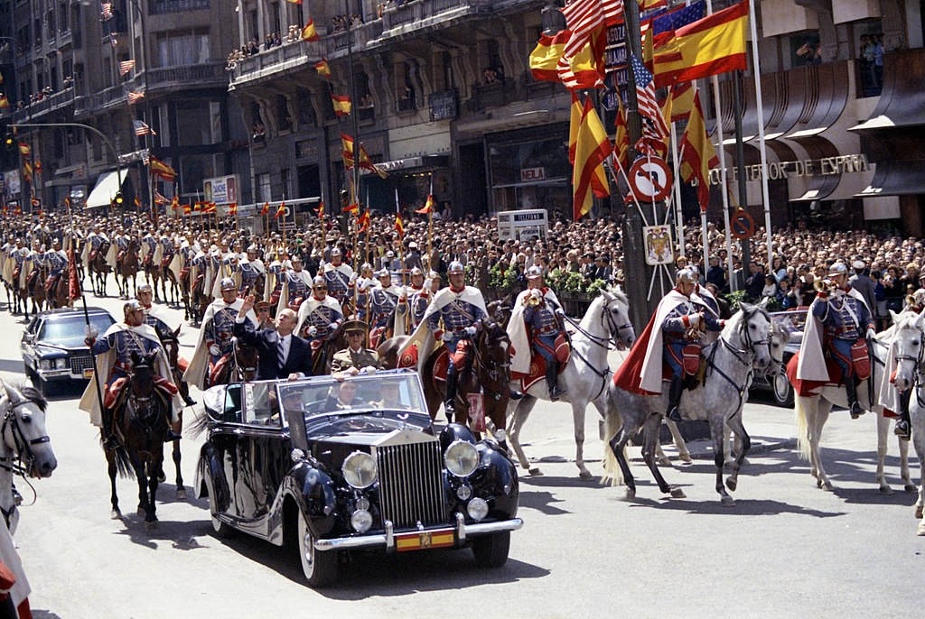 1024px-president_gerald_r_ford_and_generalissimo_francisco_franco_riding_in_a_ceremonial_parade_in_madrid_spain_nara_23869171.jpg