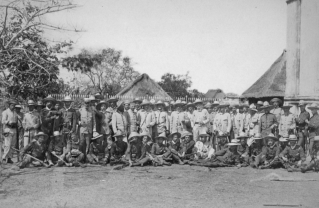 1024px-retrato_de_tropas_y_oficiales_en_filipinas_1898.jpg