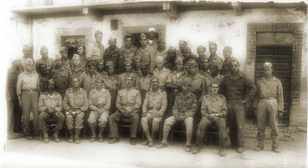 A 11. gyalogezred III. zászlóaljának egy alakulata csoportképen. Valahol Olaszországban... (forrás: Wikipedia)
