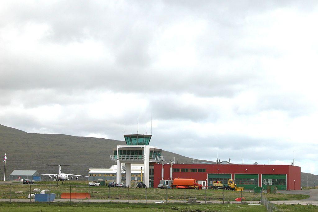 1024px-vagar_airport_faroe_islands.jpg