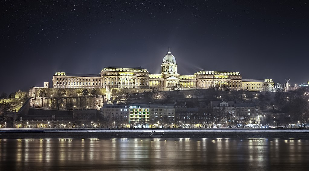 1024px-view_of_buda_castle_from_the_danube_river_budapest_61_365_opulencia_8261886103.jpg