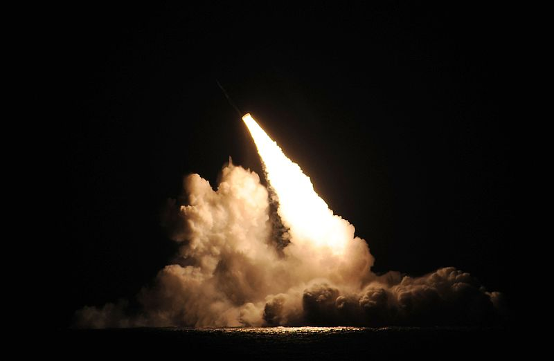 151107-n-zz999-001_slbm_being_launched_from_uss_kentucky.jpg