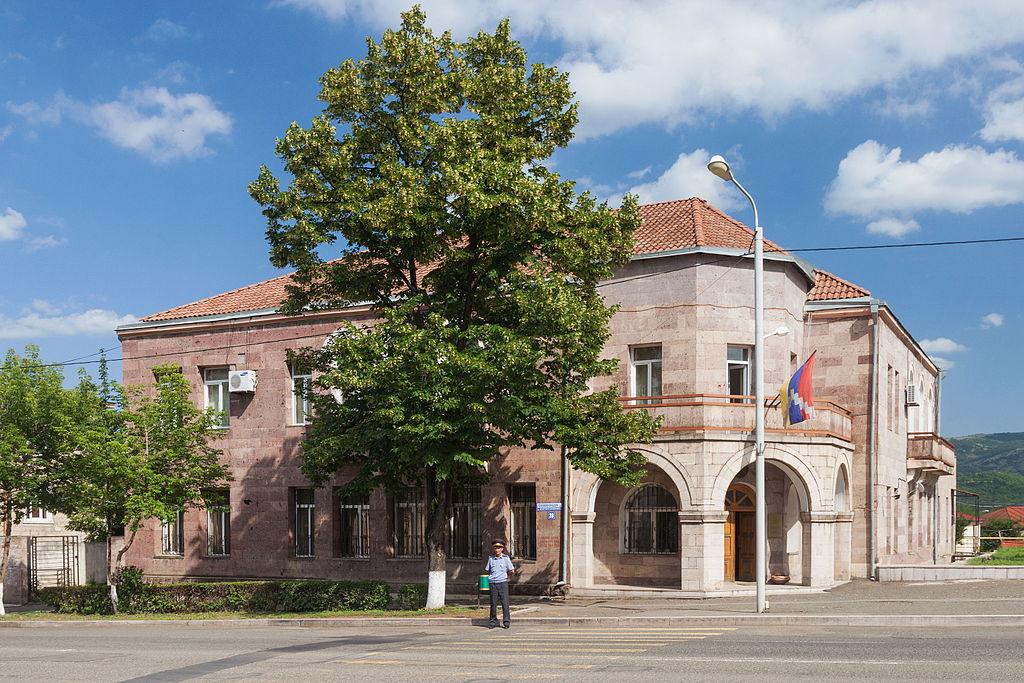 2014_stepanakert_budynek_ministerstwa_spraw_zagranicznych_republiki_gorskiego_karabachu_02.jpg