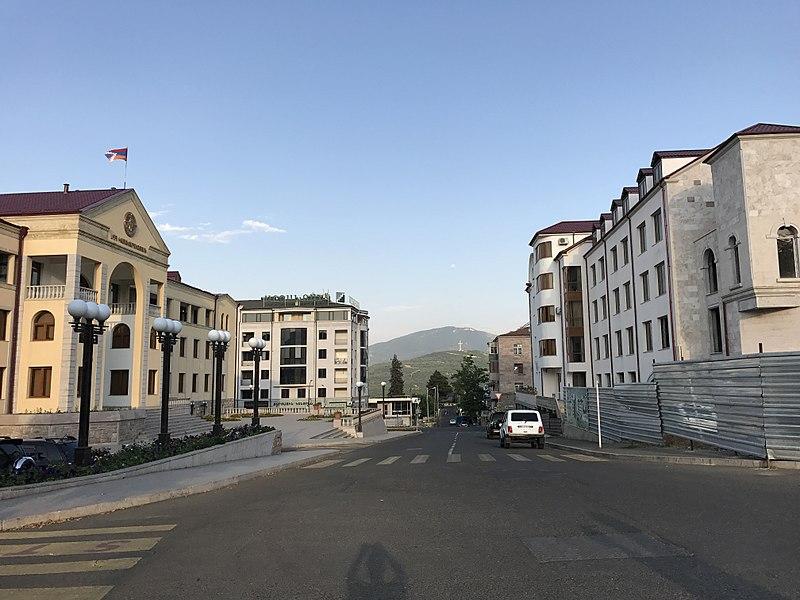 800px-2017-07-26_stepanakert_artsakh_46.jpg