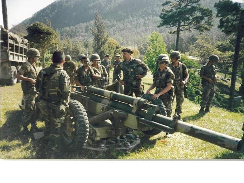 800px-5-206th_fa_howitzer_section_trains_with_honduran_army.jpg