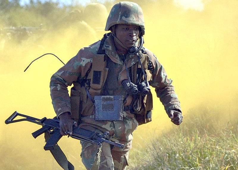 800px-a_south_african_soldier_with_the_9th_south_african_infantry_battalion_2013.jpg