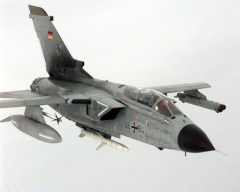 800px-agm-88_and_aim-9_on_tornado.jpg