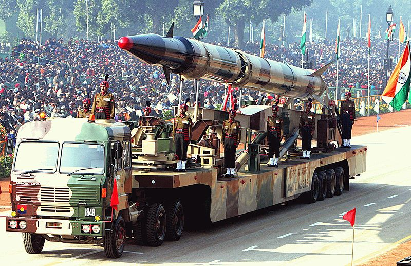 800px-agni-ii_missile_republic_day_parade_2004.jpeg