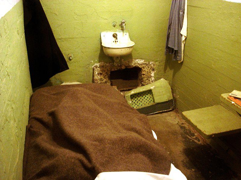 Az 1962-es nagy szökéskor az elítéltek lyukat vájtak a cellájuk falába... (forrás: Wikipedia)