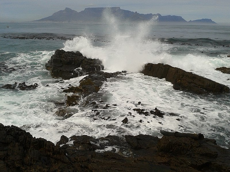 800px-asc_leiden_rietveld_collection_26_breaking_waves_on_robben_island_coast_view_of_table_mountain_2015.jpg