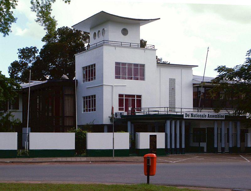 A törvényhozás épülete Paramaribóban. (forrás: Wikipedia)