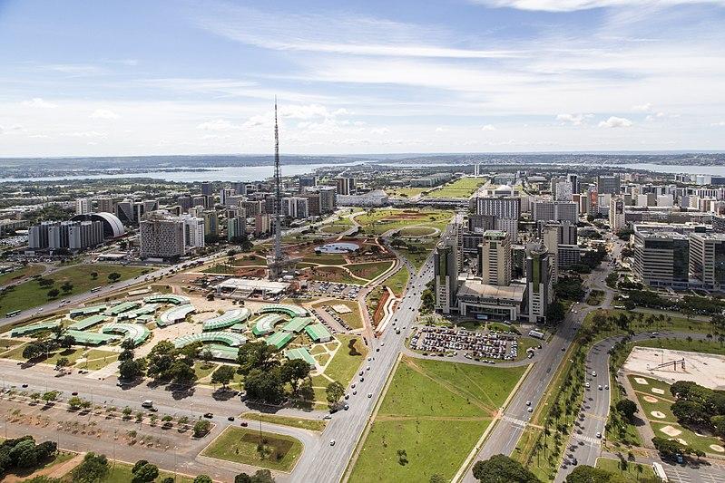 800px-brasilia_aerea_eixo_monumental.jpg