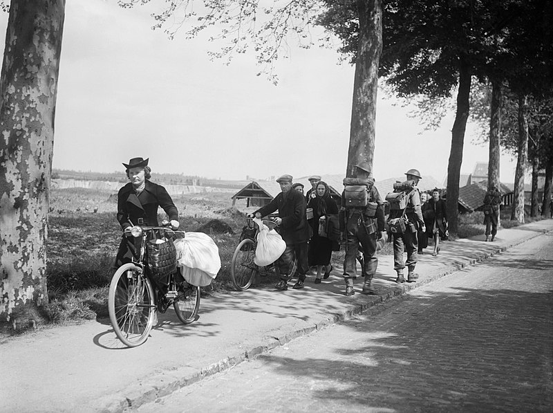 800px-british_troops_and_belgian_refugees_on_the_brussels-louvain_road_12_may_1940_f4422.jpg