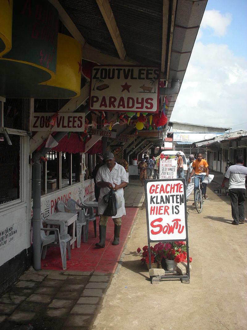 Hentesüzlet Paramaribóban. (forrás: Wikipedia)