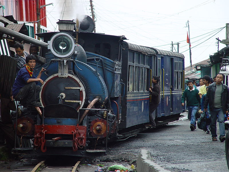 800px-darjeeling_himalayan_railway.jpg