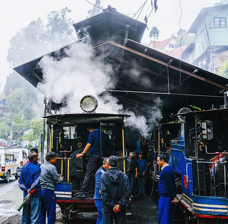 800px-darjeeling_himalayan_railway_workshop.jpg