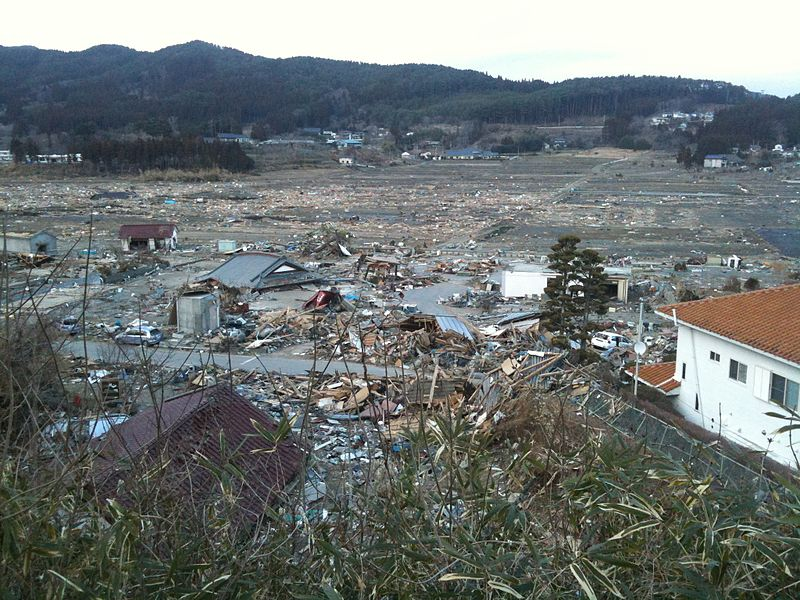 800px-devastation_after_tsunami_in_rikuzentakata.jpg