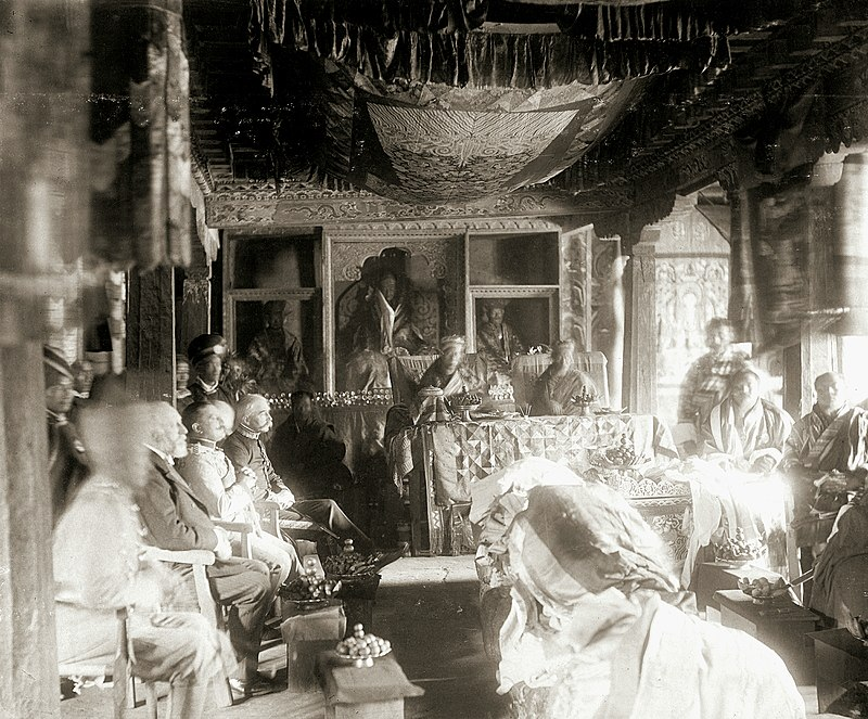 800px-durbar_of_ugyen_wangchuck_receiving_the_order_of_the_knight_commander_of_the_indian_empire_kcie_at_punakha_bhutan_1905.jpg