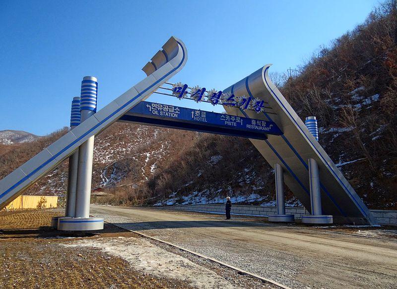 800px-gates-to-masikryong-2014.jpg