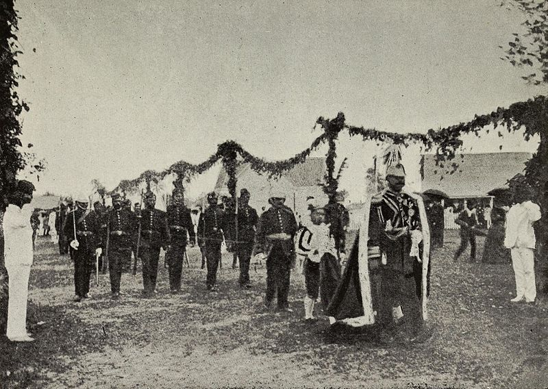 800px-george_tupou_ii_going_to_the_opening_of_tongan_parliament_in_1900.jpg