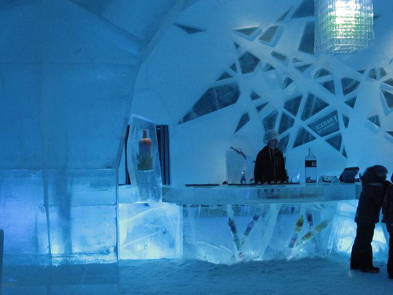 800px-icebar_icehotel_jukkasj_rvi_2012.jpg