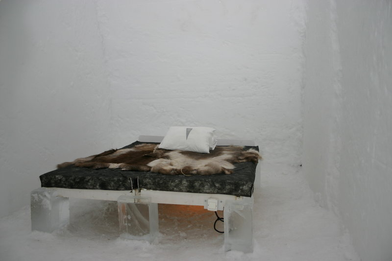 800px-icehotel-se-19.jpg