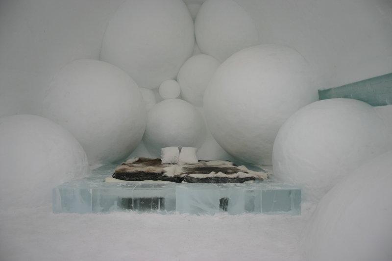 800px-icehotel-se-25.jpg