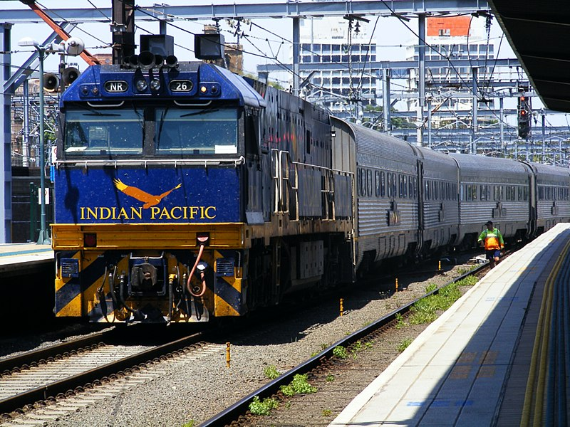 800px-indian_pacific_at_sydney_terminal.jpg