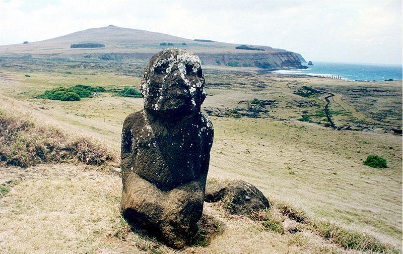 800px-kneeled_moai_easter_island.jpg