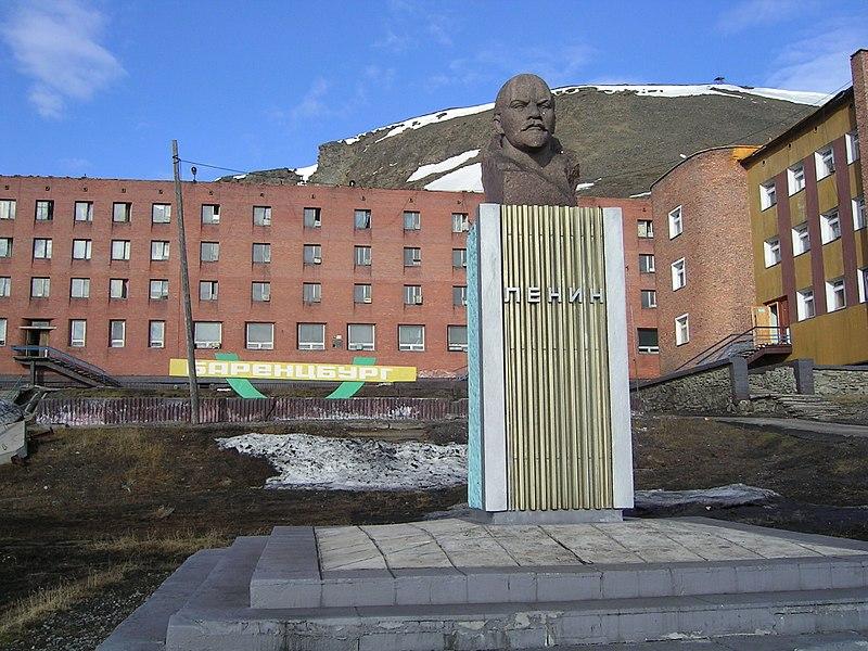 800px-lenin_statue_in_barentsburg_svalbard.jpg