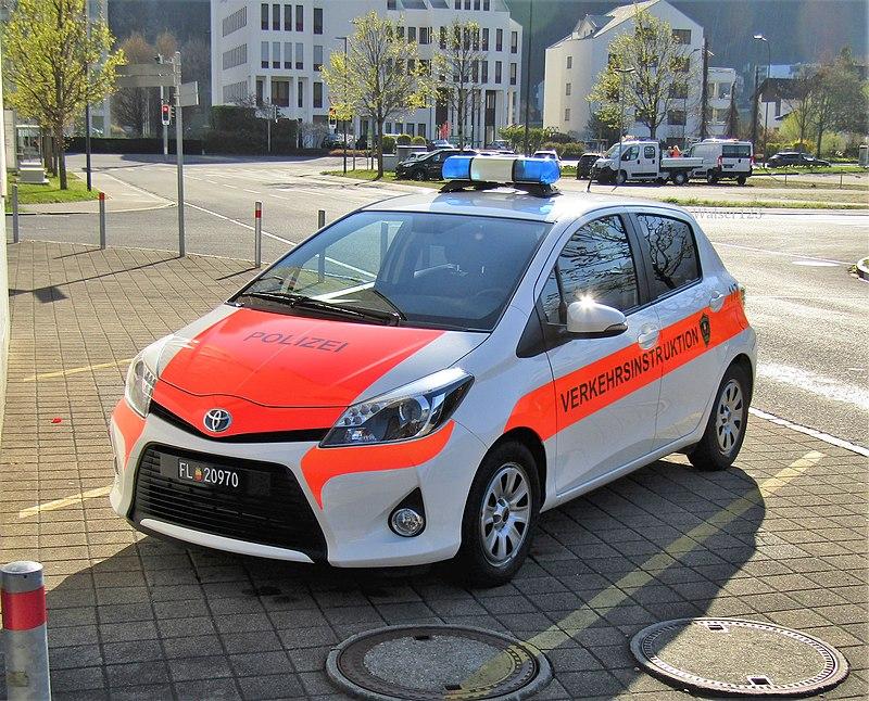 800px-liechtenstein_police_traffic_instructor_verkehrsinstruktion.jpg