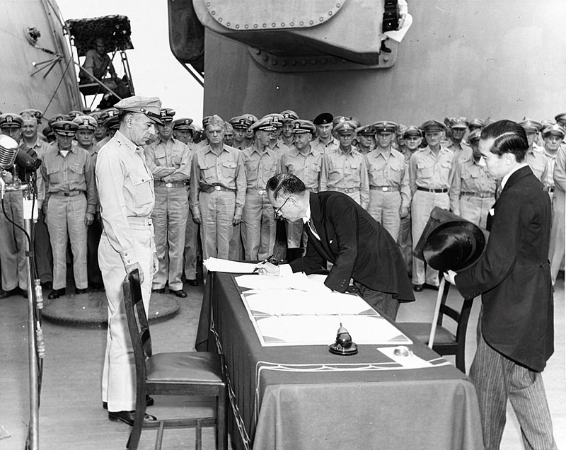 800px-mamoru_shigemitsu_signs_the_instrument_of_surrender_officially_ending_the_second_world_war_alt.jpg