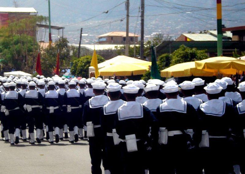 800px-marines_de_bolivia_desfilando.jpg