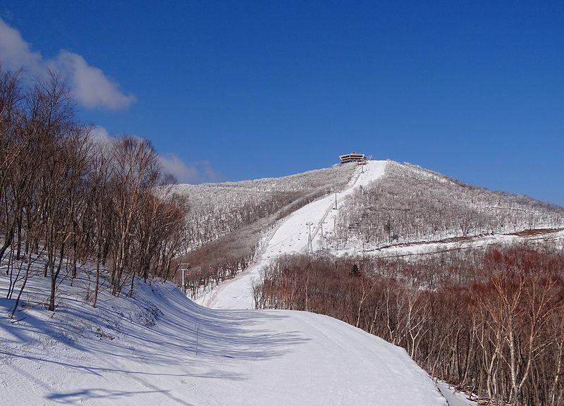 800px-masikryong-taehwa-peak-2014.jpg