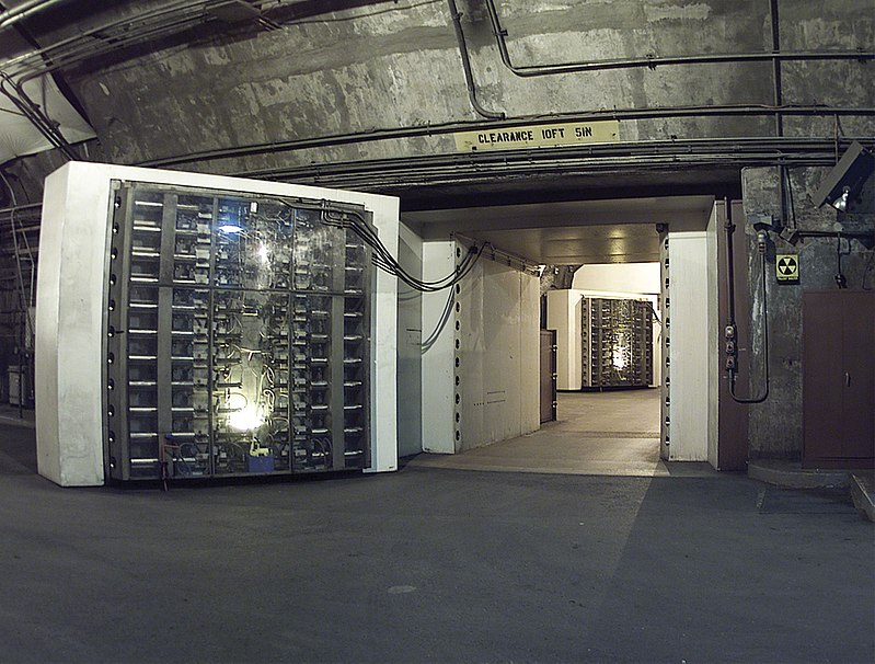 800px-noradblast-doors.jpg