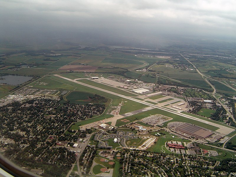 800px-offutt_afb_at_1000_ft.jpg