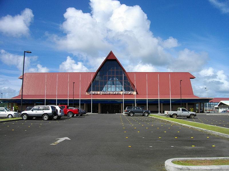 Palau nemzetközi repülőterének főépülete Koror mellett. (forrás: Wikipedia)
