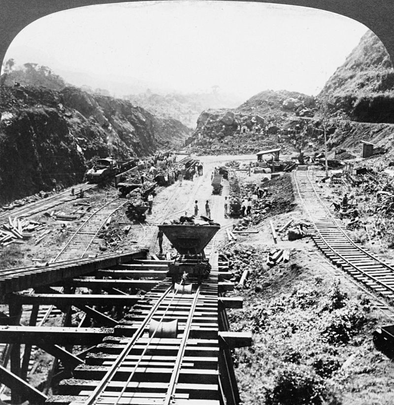800px-panama_canal_under_construction_1907.jpg