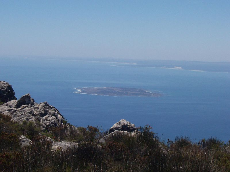 800px-robben_island_from_table_mountain.jpg