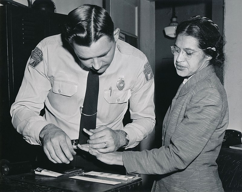 800px-rosa_parks_being_fingerprinted_by_deputy_sheriff_d_h_lackey_after_being_arrested_on_february_22_1956_during_the_montgomery_bus_boycott.jpg