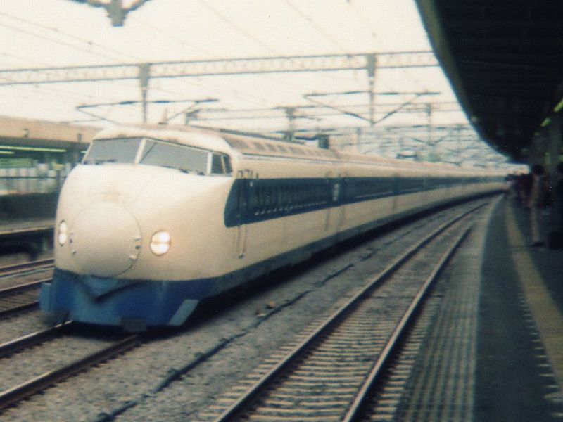 800px-shinkansen_type_0_hikari_19890506a.jpg