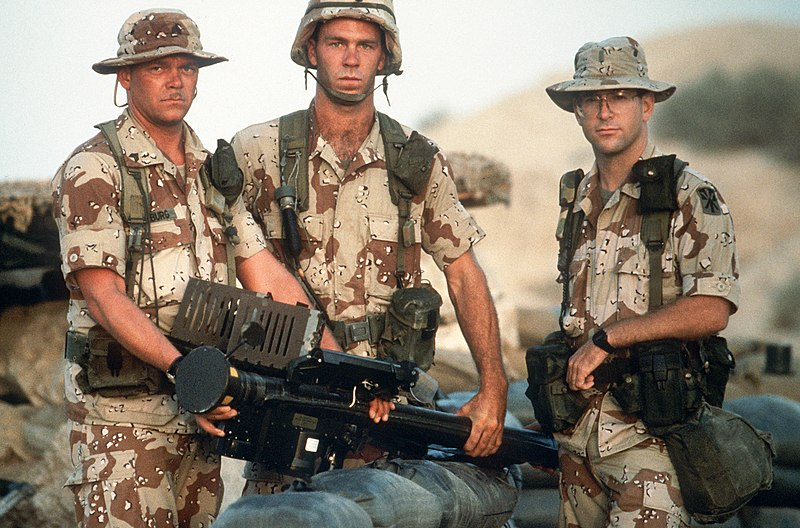 800px-stinger_crew_operation_desert_shield.jpg