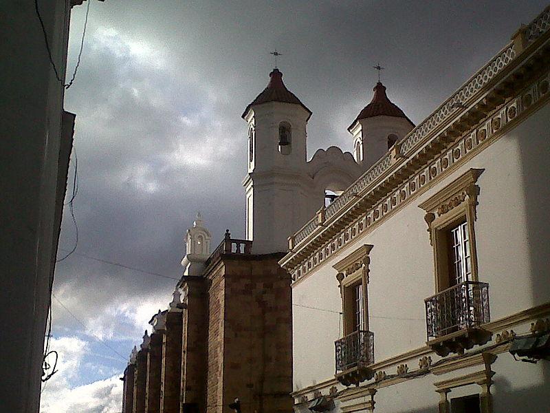 800px-sucre_bolivia.jpg