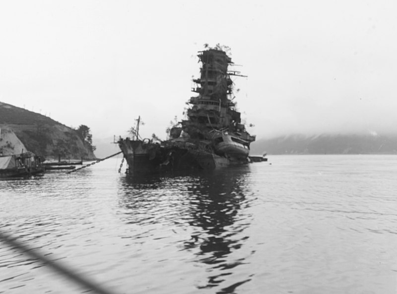 800px-sunken_japanese_battleship_haruna_off_koyo_etajima_japan_on_8_october_1945_80-g-351726.jpg