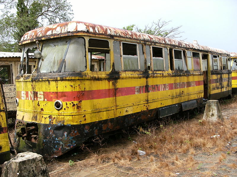 Korábban 166 kilométer hosszú hálózaton működött vasúti közlekedés Suriname-ban. Az utolsó szerelvény 1987-ben gördült be a végállomásra. (forrás: Wikipedia)