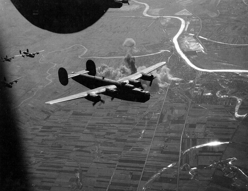 800px-szolnok_bombazasa_1944-ben_fortepan_15899.jpg