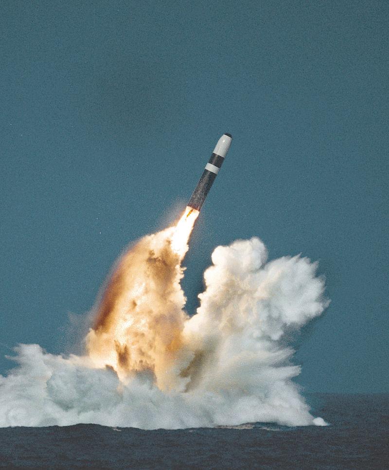 800px-trident_ii_missile_image.jpg