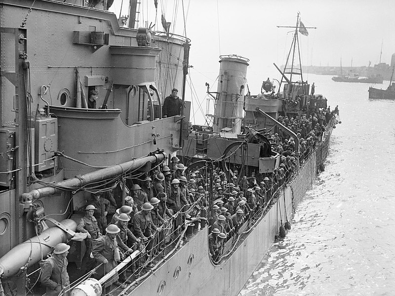 800px-troops_evacuated_from_dunkirk_on_a_destroyer_about_to_berth_at_dover_31_may_1940_h1637.jpg