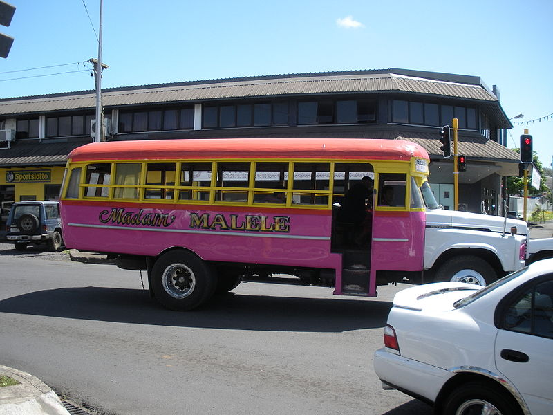 800px-typical_bus_in_apia_samoa_2009.jpg